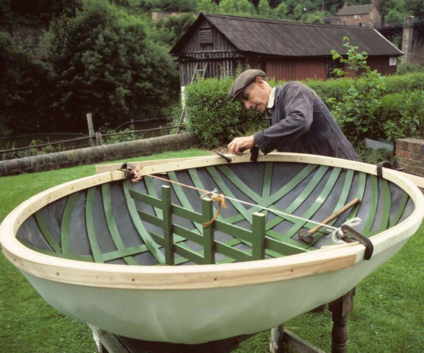 The famous Coracle maker Eustace Rogers in Ironbridge Gorge in 1982.